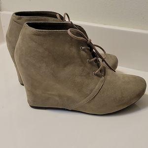 Size 9.5 suede bootie ❤⭐